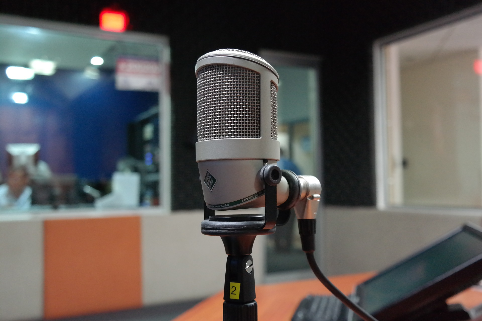 microphone-1562369_1920